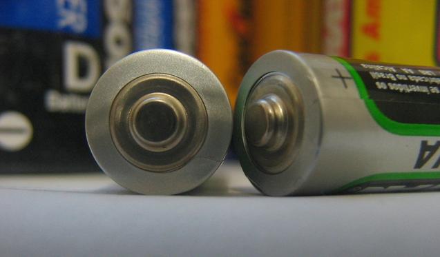 Lewis Urry - wynalazca baterii alkalicznej