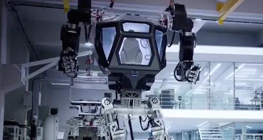 Robot rodem s filmów Sci-Fi | Źrodło: https://www.youtube.com/watch?v=7b6Icuifs-o