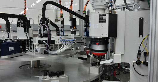 Jak precyzyjnie wyregulować i trwale zamocować moduł maszyny - CASE STUDY z fabryki Otto Ganter