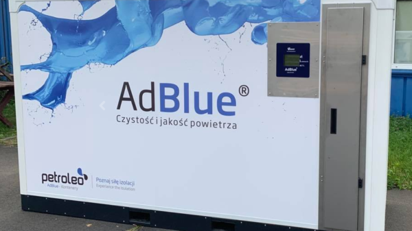 Elementy Elesa+Ganter w kontenerach AdBlue – case study firmy Petroleo