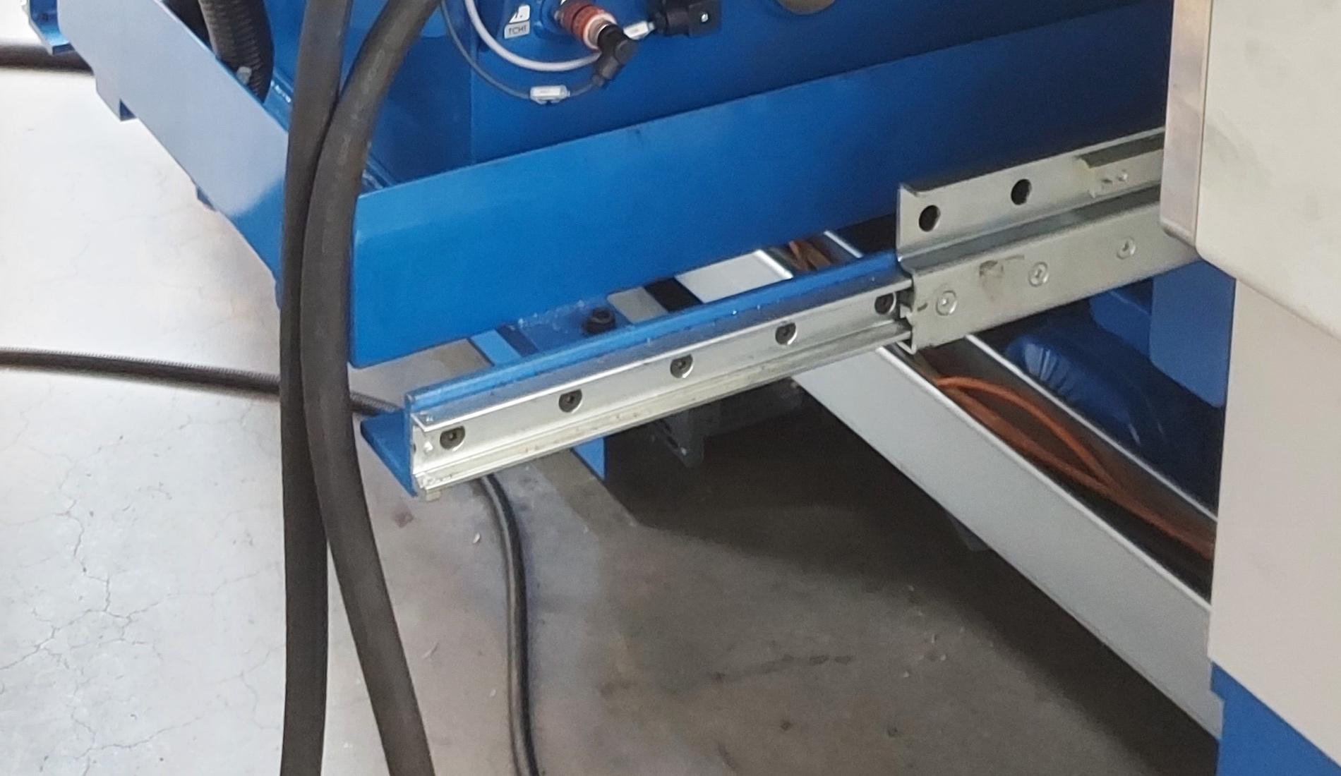 Jak dobrać prowadnice do ciężkiej szuflady przemysłowej?